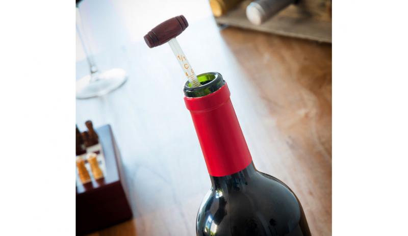 Комплект аксесоари за вино и шах 2 в 1