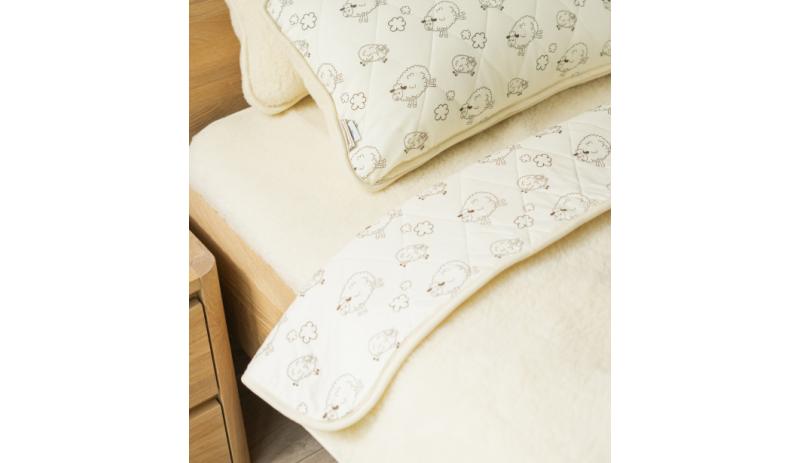 Двулицево одеяло Alps (Meadow)  от естествена мерино вълна и памук
