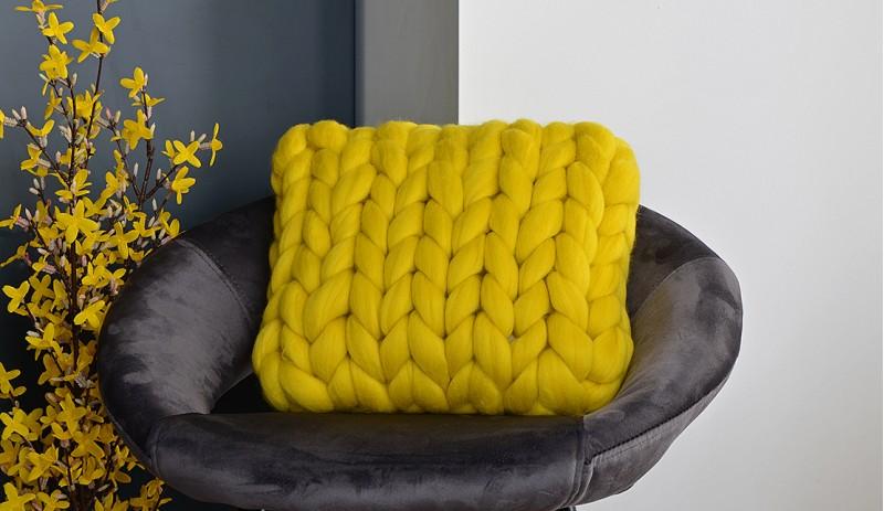 Ръчно изработена Възглавница от Мериносова Вълна 35 х 35 см в цвят ЕКРЮ, СВЕТЛО СИВ, ТЪМНО СИВ, МЕНТА, ЖЪЛТ, КОРАЛ